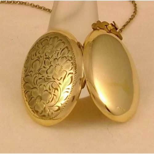 C.1900 OVAL VICTORIAN GOLD FILLED PENDANT/LOCKET & CHAIN - SIGNED -