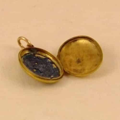 ANTIQUE VICTORIAN 15CT GOLD BACK AND FRONT LOCKET WITH BLUE ENAMEL DECORATION. -