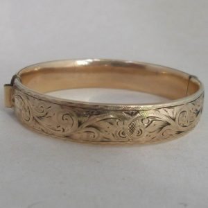 1750-VINTAGE 9CT ROLLED GOLD METAL CORE OVAL BANGLE FLORAL PATENTED MECHANISM