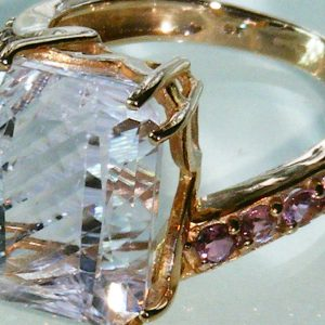 1780-BEAUTIFUL 9CT ROSE GOLD TOURMALINE & 8.58CT KUNZITE RING