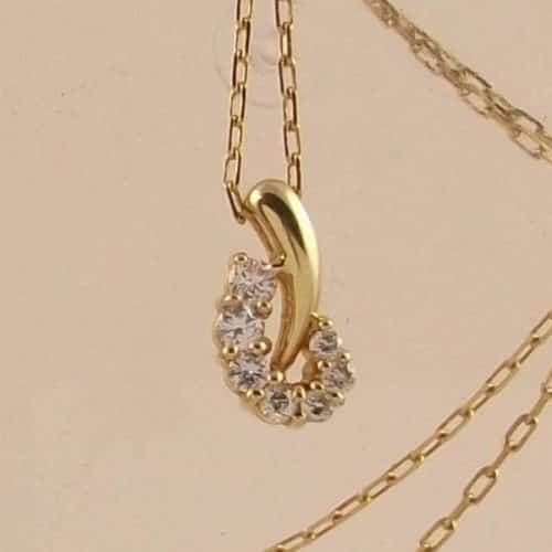 18K YELLOW GOLD DIAMOND PENDANT AND GOLD CHAIN -