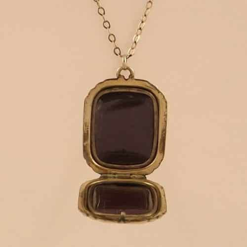 EDWARDIAN 9 CT GOLD LOCKET AND 9 CT CHAIN -