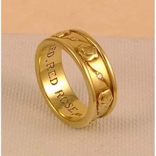 9CT GOLD RING -