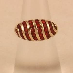 9CT SOLID GOLD RUBY RING