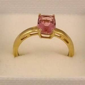 9CT SOLID HALLMARKED GOLD & TOURMALINE RING SIZE O US 7.5