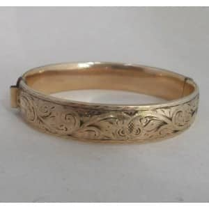 9ct-gold-metal-oval-bangle
