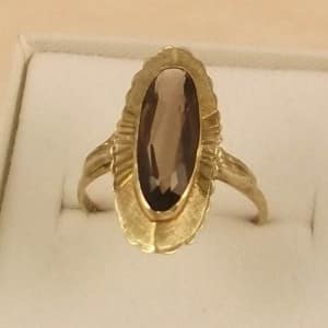A FINE QUALITY VINTAGE LARGE 9CT GOLD OBLONG FANCY CITRINE RING