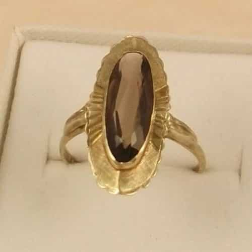 A FINE QUALITY VINTAGE LARGE 9CT GOLD OBLONG FANCY CITRINE RING -