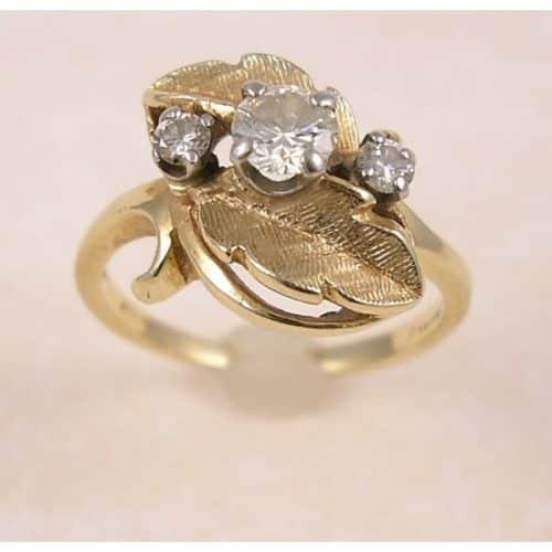 BEAUTIFUL 14K DIAMOND RING -