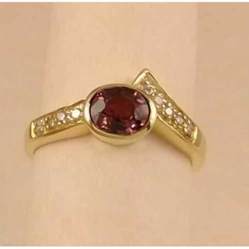 BEAUTIFUL ALEXANDRITE AND DIAMOND CLUSTER RING 9CT GOLD -