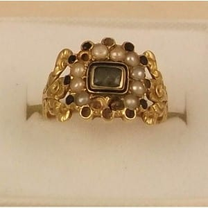 C1826 18CT GOLD ANTIQUE MOURNING RING WITH PEARLS & PERIDOT