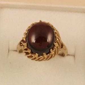 FINE ENGLISH VINTAGE 9K GOLD LARGE GARNET CABOCHON COCKTAIL RING
