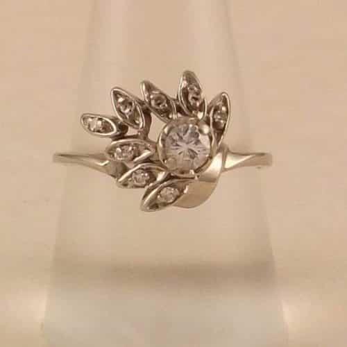 GORGEOUS VINTAGE 14K GOLD DIAMOND RING -