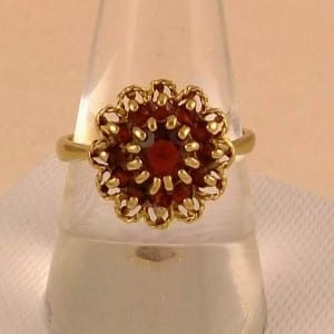 STUNNING 9CT GOLD VINTAGE GARNET LADIES CLUSTER RING SIZE O