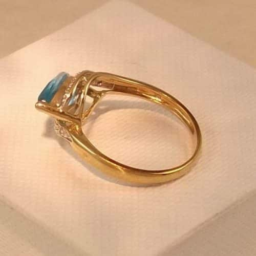 UK HALLMARKED 9CT YELLOW GOLD BLUE TOPAZ & DIAMOND RING -