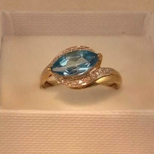 UK HALLMARKED 9CT YELLOW GOLD BLUE TOPAZ & DIAMOND RING 2
