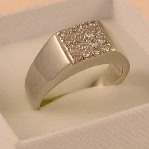 VINTAGE 9CT GOLD 0.25CTS OF DIAMOND CLUSTER RING SIZE T -