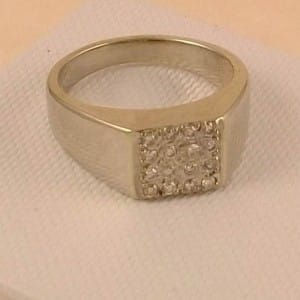 VINTAGE 9CT GOLD 0.25CTS OF DIAMOND CLUSTER RING SIZE T