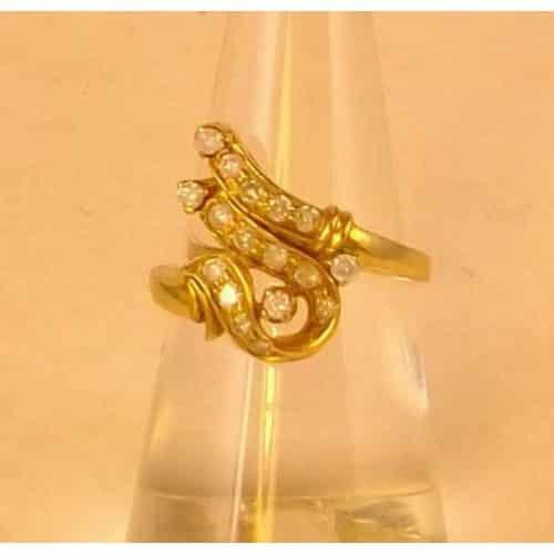 VINTAGE 9ct YELLOW GOLD DIAMOND DRESS RING -