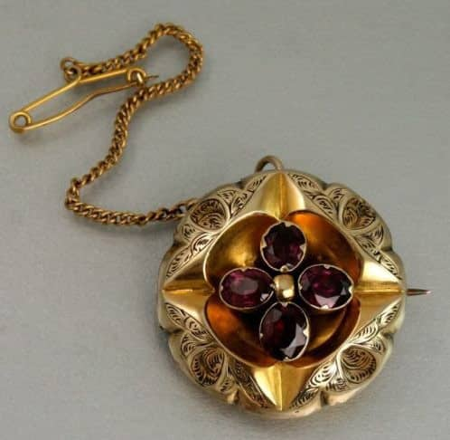 VICTORIAN 9CT GOLD & GARNET MOURNING BROOCH C 1880'S -