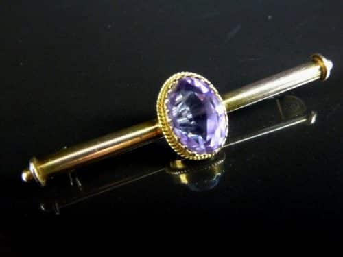 9CT GOLD AMETHYST BROOCH WITH BOX -