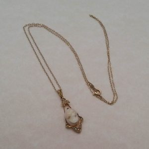 1825b-ANTIQUE 1900S 10K GOLD - CAMEO & SEED PEARL PENDNANT & CHAIN NECKLACE