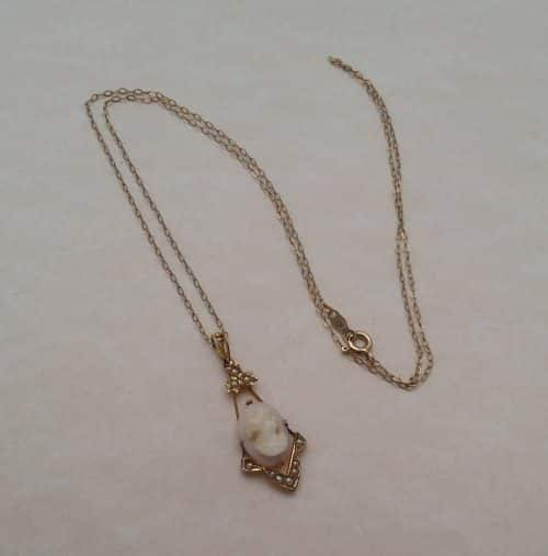 ANTIQUE 1900S 10K GOLD - CAMEO & SEED PEARL PENDNANT & CHAIN NECKLACE -