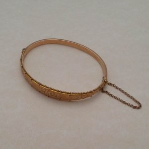1836b-EDWARDIAN 9CT ROSE GOLD ENGRAVED HINGED BANGLE - BIRMINGHAM 1911