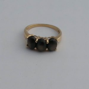 1840AA-LOVELY ENGLISH VINTAGE 9K GOLD THREE STONE CATS EYE CHRYSOBERYL DIAMOND RING