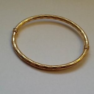 1849a-VINTAGE 9CT SOLID GOLD HINGED BANGLE 5.3G
