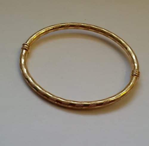 VINTAGE 9CT SOLID GOLD HINGED BANGLE 5.3G -
