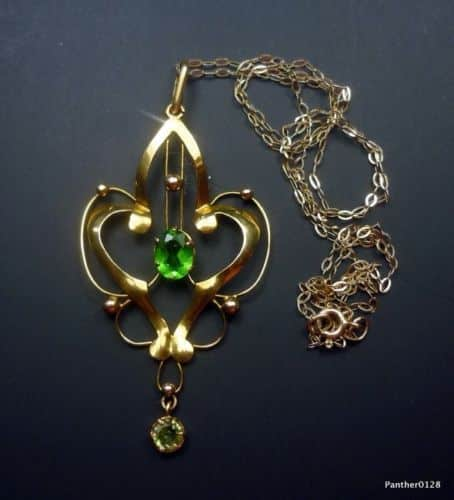 LOVELY 9CT GOLD VICTORIAN PENDANT & CHAIN -