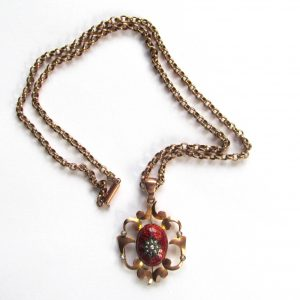 1870-ART NOUVEAU STYLE GOLD NECKLACE WITH ENAMEL AND SEED PEARL PENDANT, MARKED 9 CT