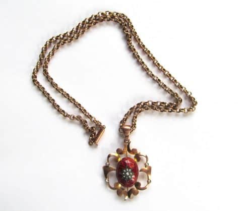 ART NOUVEAU STYLE GOLD NECKLACE WITH ENAMEL AND SEED PEARL PENDANT, MARKED 9 CT -