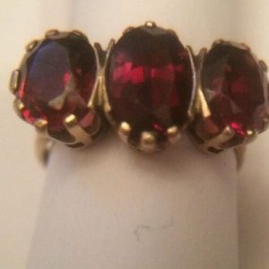 1931-ANTIQUE LARGE 3 GARNET STONES SET ON 9CT GOLD STUNNING RING