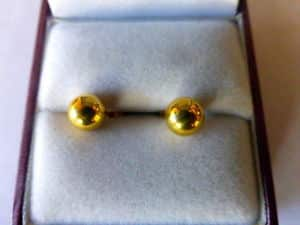 PAIR OF 18 CT GOLD EAR STUDS -