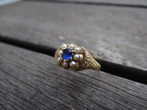 ANTIQUE 15 CT YELLOW GOLD PEARL AND BLUE STONE RING -