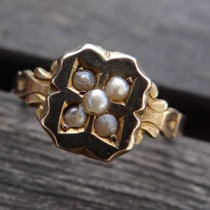 1953-ANTIQUE 9 CT GOLD SEED PEARL RING, SIZE L