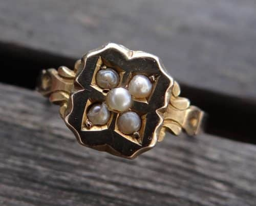 ANTIQUE 9 CT GOLD SEED PEARL RING, SIZE L -