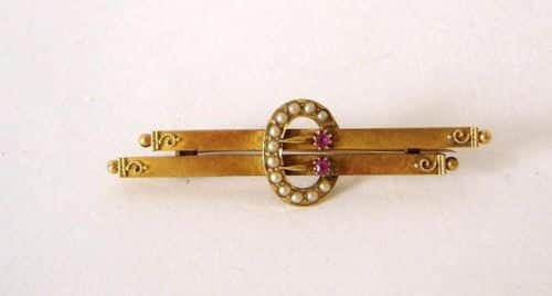 A FINE QUALITY VICTORIAN 15CT GOLD RUBY & SEED PEARL BROOCH CHESTER 1900 -