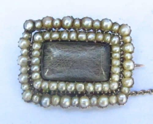 DATED 1764 ANTIQUE GEORGIAN GOLD PEARL & HAIR MOURNING BROOCH -