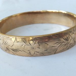 1977-FINE HEAVY 1-5TH 9CT ROLLED GOLD BANGLE,R&W