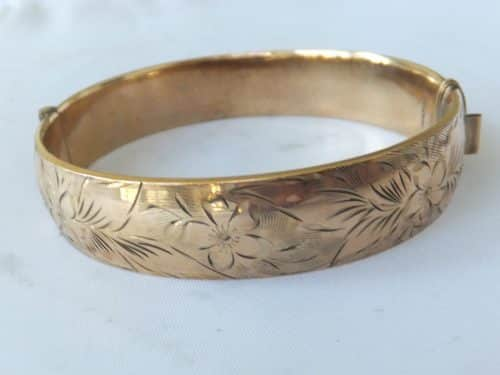 FINE HEAVY 1/ 5TH 9CT ROLLED GOLD BANGLE,R&W -