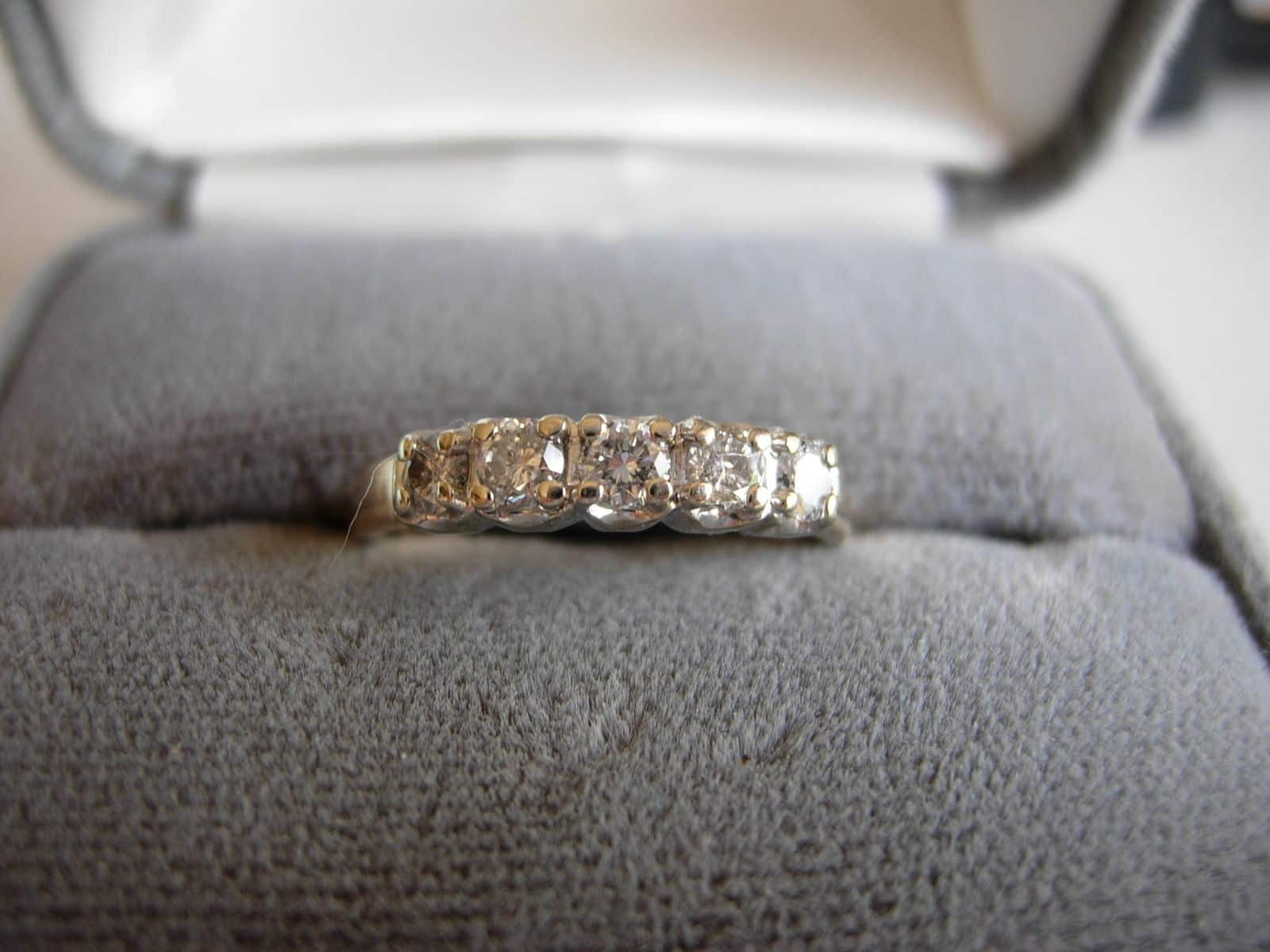 1998-OUTSTANDING-14KT-GOLD-DIAMOND-WEDDING-BAND